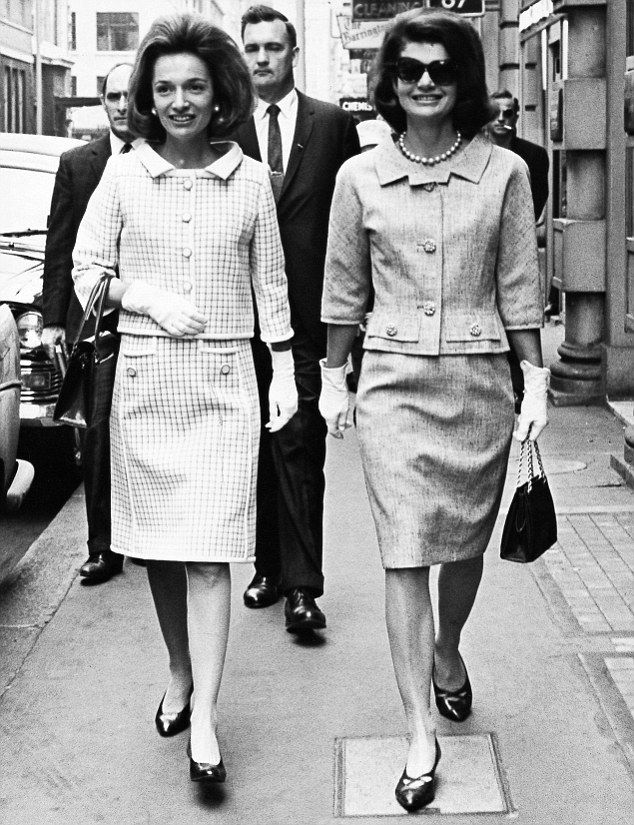 Jacqueline Kennedy with her sister, Lee Radziwill.