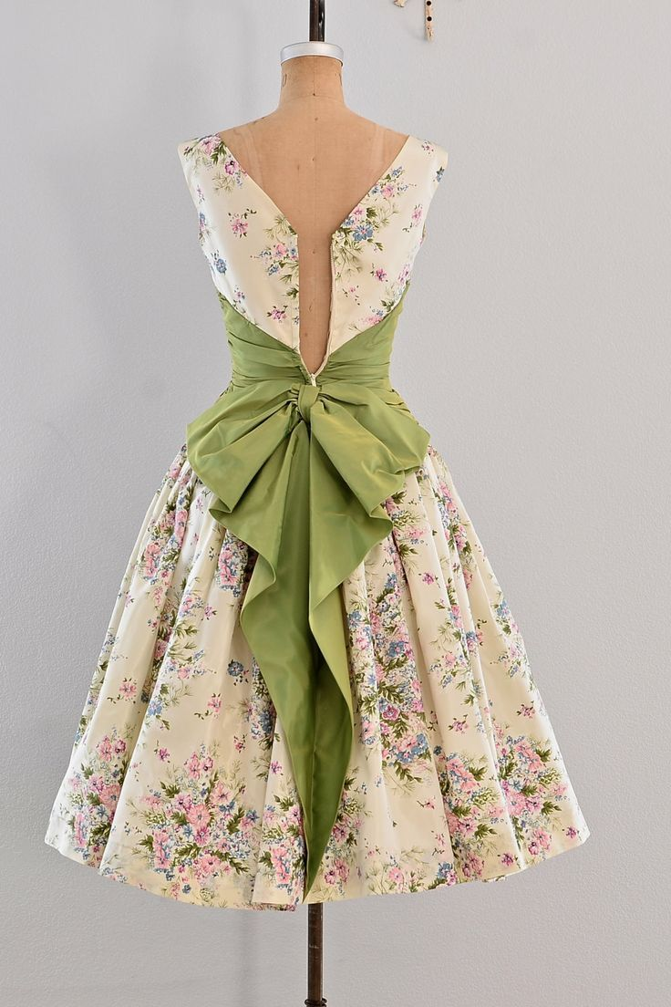 Lovely design, but it certainly is telling when the dress is so fitted that it won't zip on a decorative dress form!