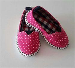 Merhaba! Puantiyeli ve İçi ekoseli Pappix, kumaş ayakkabılarımıza yaz bitmeden kavuşun! 20/25numara seçenekleri vardır.  Detaylı bilgi için; www.laresima.com ;)  #pappix #laresima #kızbebek #kızçocuk #bebekayakkabısı #bebekgiyim