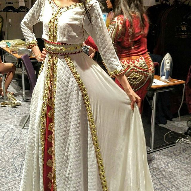 #قفطان_مغربي . .  @Regrann from @palais_de_scherazad_ -  Miss india en backstage avec m tenue . . . . .  when a dress gives you royalty  . . . #مضمة_مغربية    ● ● ● ● ● ● . #القفطان_المغربي #التكشيطة_المغربية #الجلابة_المغربية #الكندورة_المغربية #الجبادور_المغربي #السلهام_المغربي . #moroccanwork #moroccanstyle#moroccandress #moroccandress#moroccangandoura  #fashion #elegant #color #luxury #traditional #handmade #takcheta #caftaninspiration #caftanmarocain
