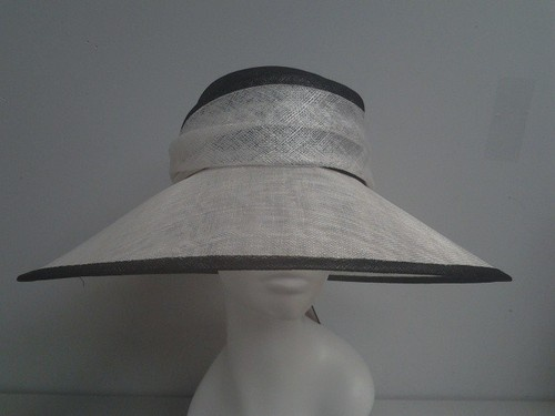 BLACK/WHITE LARGE BRIM SINAMAY LADIES CHURCH HAT