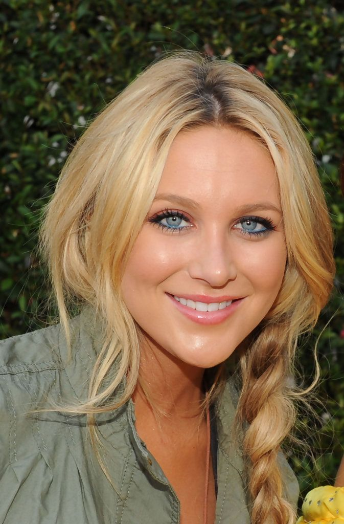 Stephanie Pratt - Bright Eyeshadow