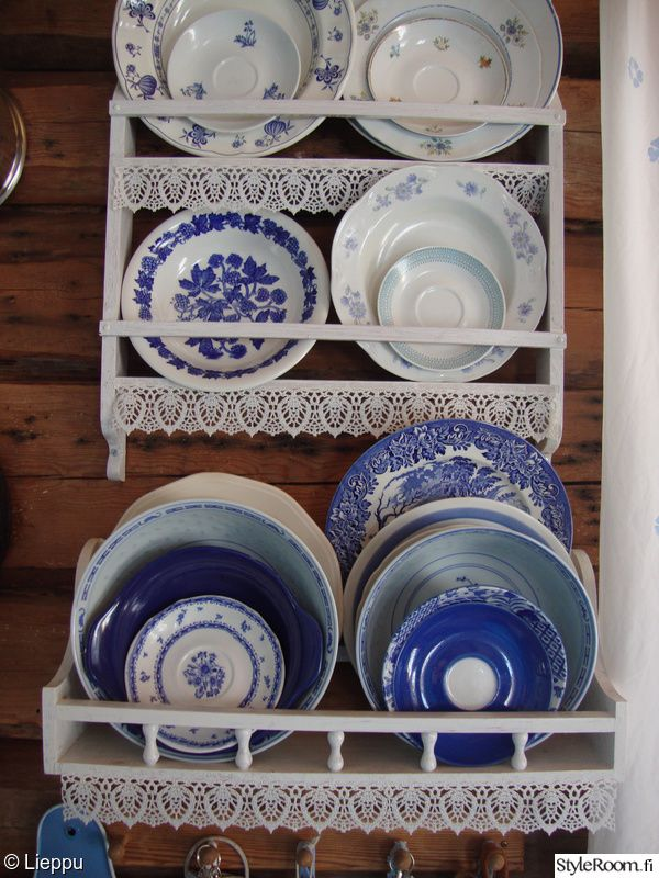 keittiö,sininen,valkoinen,mökki,hirsiseinä