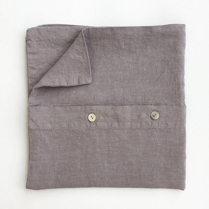 Linen pillowcase in dark grey #linen #naturalmaterial #gray #bedroom #hnstly #vydravolkmer