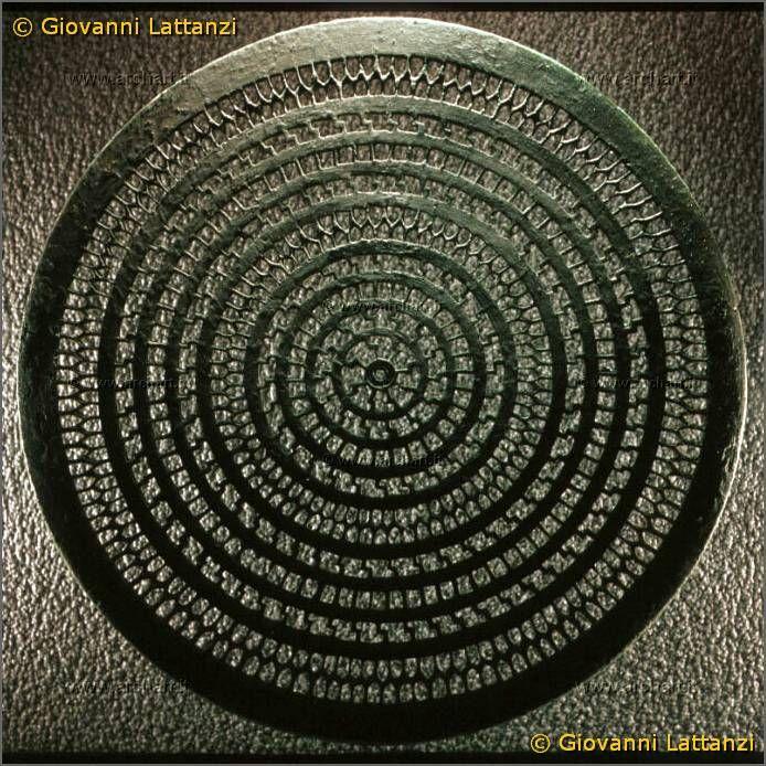 cultura picena, disco traforato in bronzo da stola, in bronzo, da Pieve Torina, tomba 2, Museo Archeologico Nazionale di Ancona