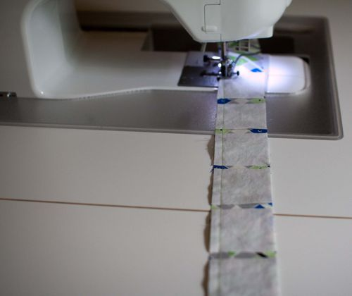 """Strip pieced log cabin quilt tutorial - this is so clever. Make log cabins a """"breeze""""."""