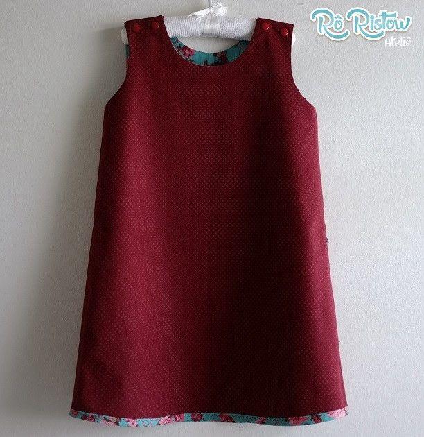 Vestido infantil, dupla face. Pode ser usado nos dois lados. Acompanha cinto. Confeccionado em tecido 100% algodão.    Disponível nos tamanhos:  3 a 8 anos