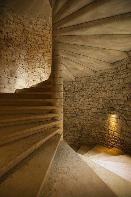 Το γνώριζες; Για ποιο λόγο τα Παλιά Κάστρα έχουν περιστρεφόμενες σκάλες; Μόλις μάθετε τον λόγο που τις κατασκεύαζαν έτσι, θα πάθετε πλάκα!  #Περίεργα
