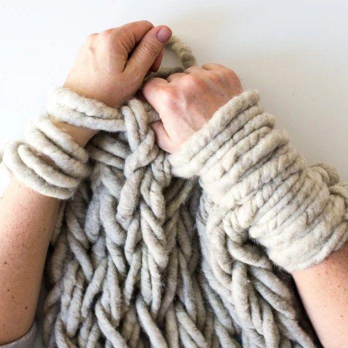 1000 id es propos de grosse laine sur pinterest echarpe tricot scrapbooking tuto gratuit - Tricot avec les bras couverture ...