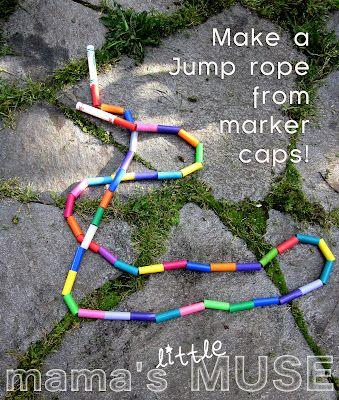 Eindelijk een goede bestemming voor die bak vol eenzame stiftdoppen! Make a jump rope from caps of dried up old markers. From Mama's Little Muse