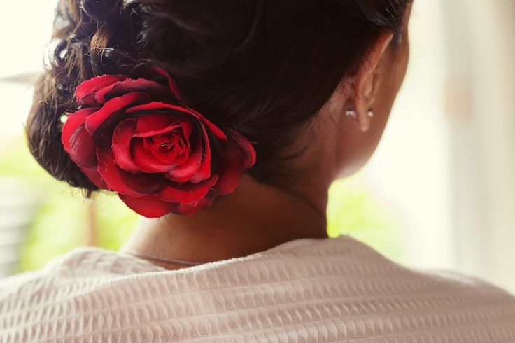 Red rose pin, very sexy, bride inspiration Hair ideas, touch of color, latin bride, novia latina Riviera Maya Wedding Photography