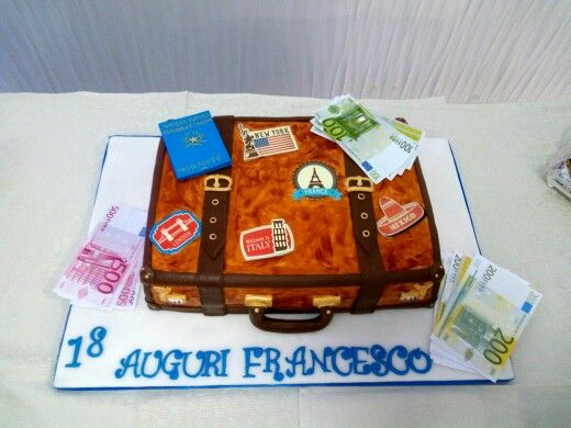 Torta valigia tutta in pdz,farcita con crema chantilly e alla gianduia.
