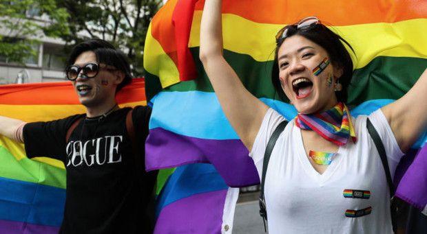 Ya que estamos en el Mes del Orgullo no está de más recordar por qué hay que continuar reivindicando los derechos del colectivo LGBT en todo el mundo. Lgbt, Glamour, Dresses, Fashion, World, Sad Sayings, Life, Vestidos, Moda