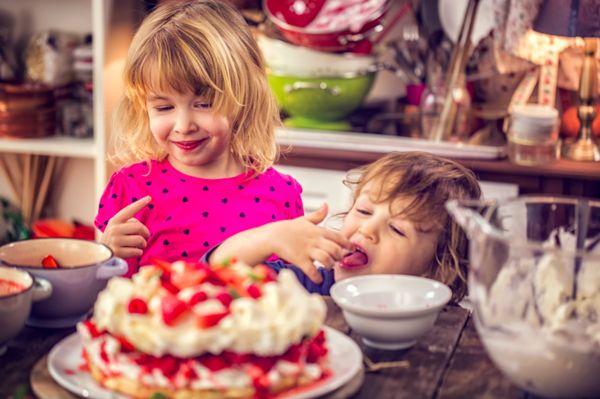 Den ultimate 17.Mai kaken - Sunnere Pavlova kake - Hipp, hipp hurra – CarePacks.co