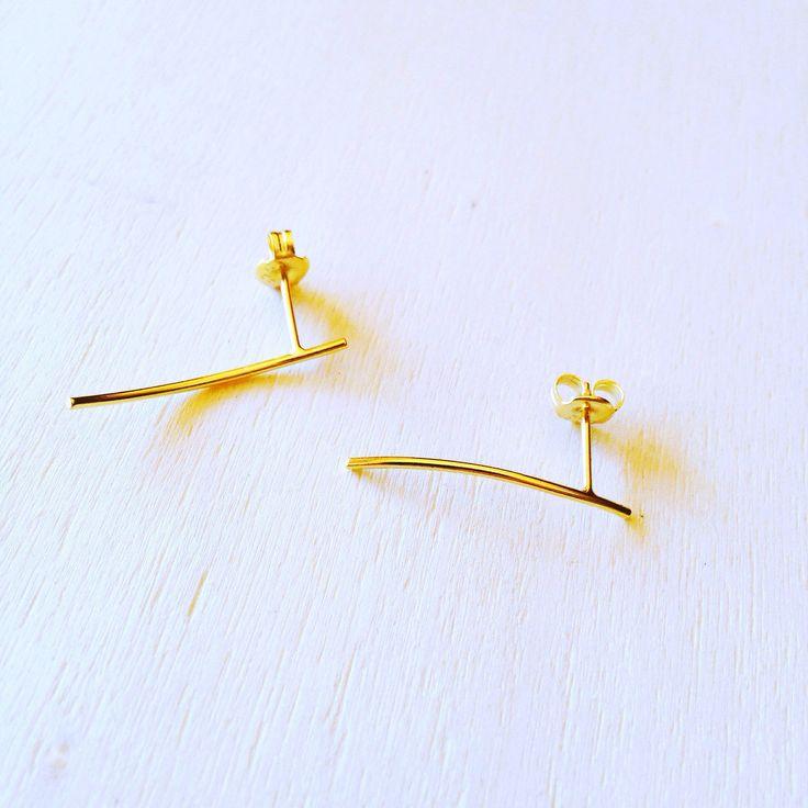 Un favorito personal de mi tienda de Etsy https://www.etsy.com/es/listing/509539922/curved-bar-ear-climber-bar-gold-ear