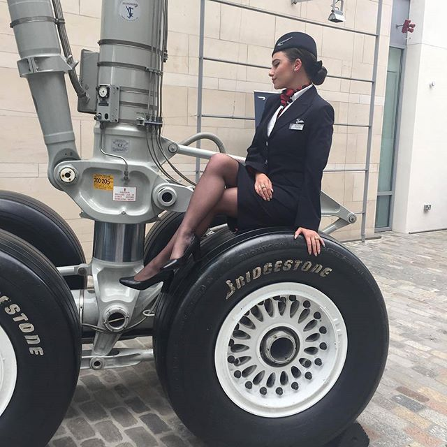 ✈✈ @french__fry ✈✈ #cabincrew #cabincrewlife #flightattendant #airhostess #aviation #flywithme #crewlife #stewardess #aviationlovers #uniform #nylon #crewfie #stocking #pantyhose #collants #trollydolly #airbus #aircraft #avgeek #legs #azafata #aeromoça #airlineangels #flygirl #fashion #fitness #travel #germanwings #deltaairlines #americanairlines