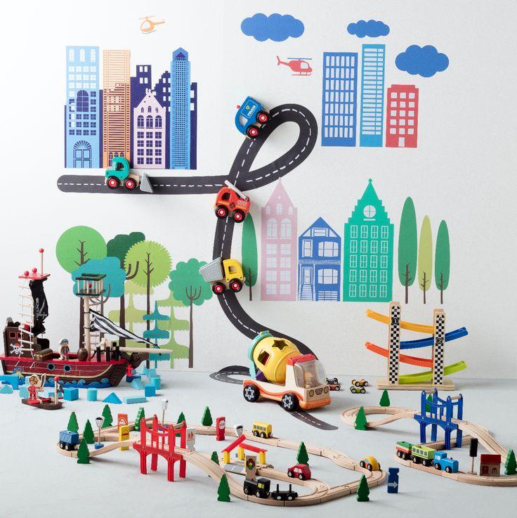 Nuestros juguetes armables son perfectos para aprender y jugar al mismo tiempo. Contamos con diversos diseños para que los niños puedan crear su propios mundos. Ven a conocer nuestros autos, barcos y pistas armables.