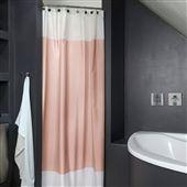 Geef de badkamer een Deense make-over met het Colour Box douchegordijn van Mette Ditmer! Het eenvoudige dessin en de trendy kleuren zorgen voor een eigenzinnige sfeer in de badkamer. Het zware polyester zorgt bovendien voor een droge badkamervloer!