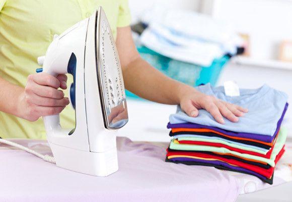 Si eres de los que aún no sabe como planchar adecuadamente. este post es para ti pues te damos 10 formas de planchado fácil para toda tu ropa. http://www.linio.com.mx/electrodomesticos/planchas/