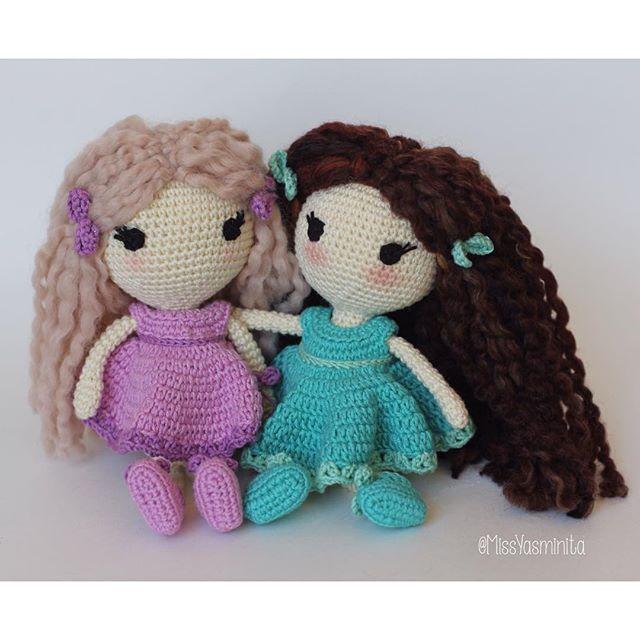 İki tatlı kıvırcık bebek 🙂 Bir de turuncu saçlı bebek geliyor, yolda. #amigurumidoll #dolls #knitforkids #stuffedtoy #stuffeddoll #oyuncakbebek #örgübebek #amigurumilove #gazzalbaby #cottonyarn #giftware #giftforkids #toddlergift #firstbirthday #nurserydecor #etsyfinds #etsystore #etsygifts #etsyforlittles #etsyhunter #gurumigram