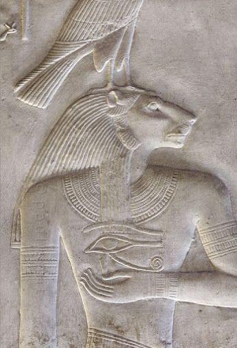Sekhmet, Déesse lionne, qui provoquait la chaleur et les épidémies meurtrières, et éliminait les ennemis de Rê car elle représentait la fureur destructrice du soleil.