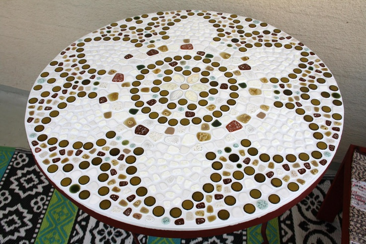 Mosaic table http://tygochotyg.blogspot.com