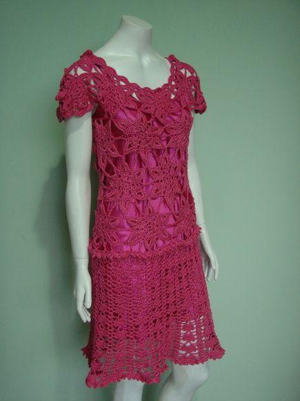 Lindo vestido em alto relevo feito com fio 100% seda mulberry importada da India . Modelo exclusivo, desenhado, criado e executado por mim. A seda é o material mais nobre e delicado. Veste tam 38 a 42. Pode ser feito em outras cores e tamanhos (até o tam 48)