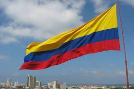 Resultado de imagen para bandera de colombia en el cielo en cartagena