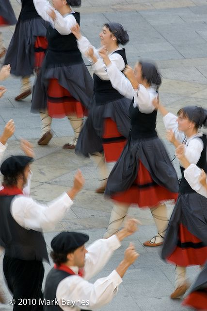Gaztedi Dantzari Taldea dance group perform traditional Basque dances in Plaza Nueva during Aste Nagusia, Bilbao, Pais Vasco / Basque Country, Spain by Mark Baynes, via Flickr