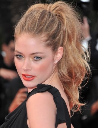 high ponytail with volume, love.