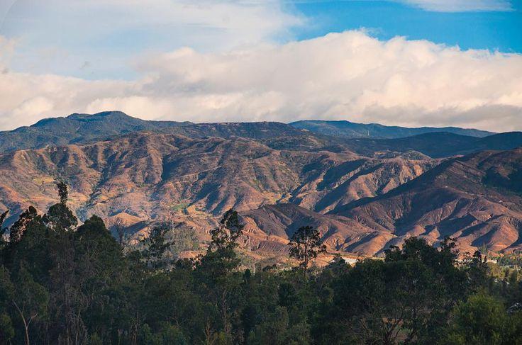 Las montañas de mi tierra. Camina con nosotros. #SYOUandColombia #VillaDeLeyva #Boyacá #mountains #inspiration #WalkWithUs