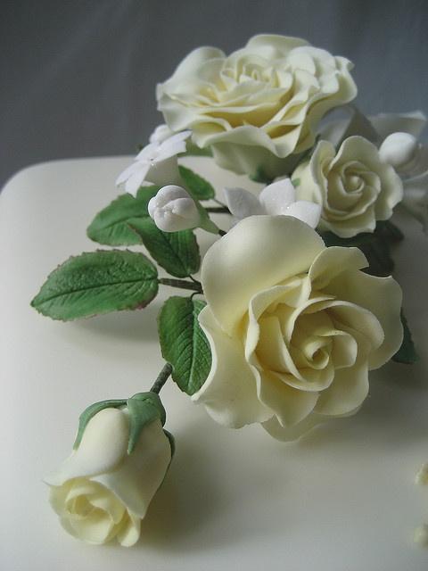Lemon roses spray by Sweet Tiers Cakes (Hester), via Flickr
