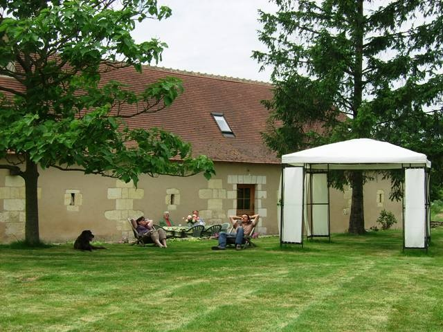 """Between Le Gd-Pressigny and Preuilly, the  Robert's Family will be happy to receive you. Sober and spacious rooms with a common lounge are in an appendix of their living house. You will share with them the exploitation and local products during the dinners in """"table d'hôte"""". Gite of 4 rooms for 12 people."""