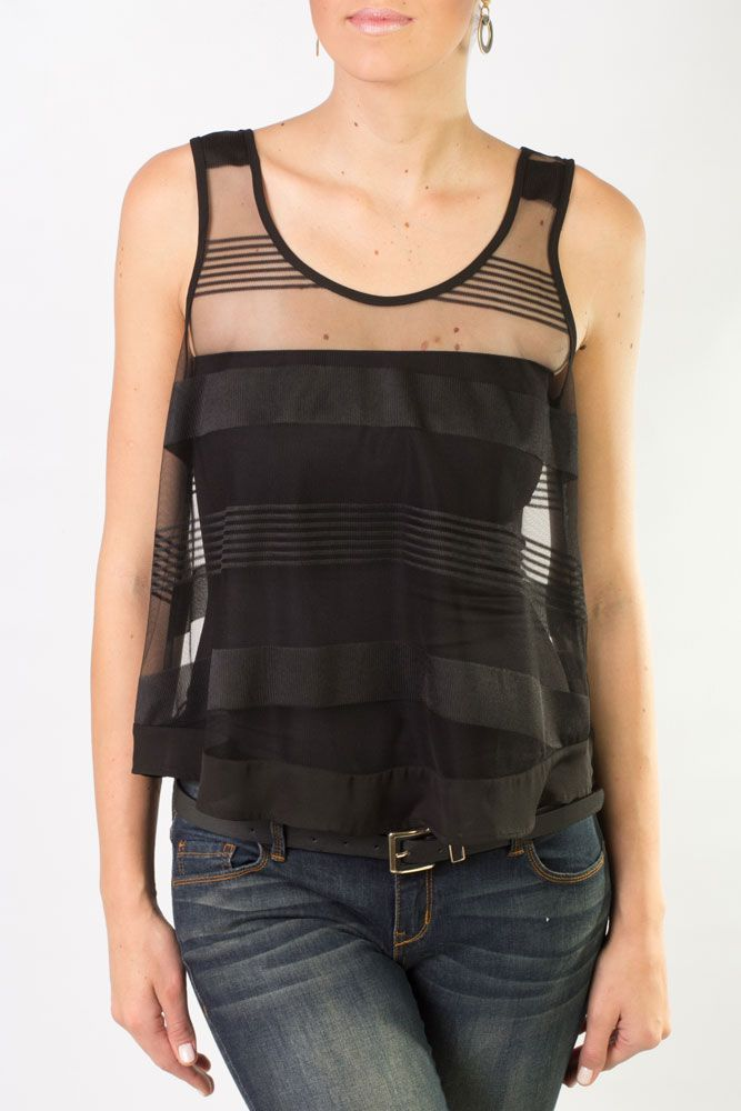 Top negro transparente, escotado y sin mangas, disponible en todas nuestras tiendas en color negro.