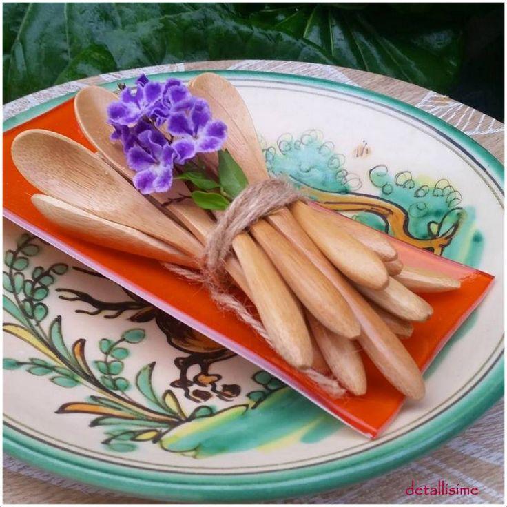 cucharas de madera natural (13.5 cms) pedidos y catálogo: detallisime@yahoo.es