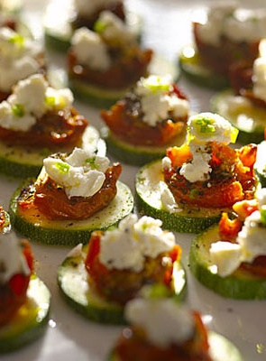 You guest will go crazy for  this amazing appetizer! Crunchy Zucchini Rounds With Sun-Dried Tomatoes and Goat Cheese | health