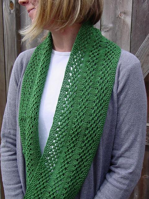 Free Pattern: Irish Mesh Cowl by Jo Strong