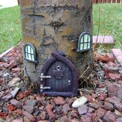 .Elf House, Trees Trunks, Final Moving, Fairies Doors, Gnomes Home, Fairies Gardens, Fairies House, Front Yards, Trees House
