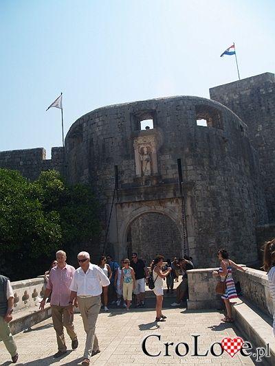 Dubrownik - główna brama starego miasta // Dubrovnik #Dubrownik #Dubrovnik #Chorwacja #Croatia http://crolove.pl/wakacje-w-dubrowniku-wskazowki/