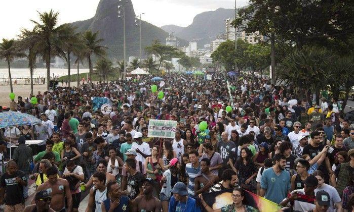 Marcha da maconha reúne cerca de cinco mil pessoas em Ipanema - Jornal O Globo