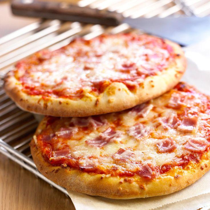Découvrez la recette Pizza jambon fromage sur cuisineactuelle.fr.