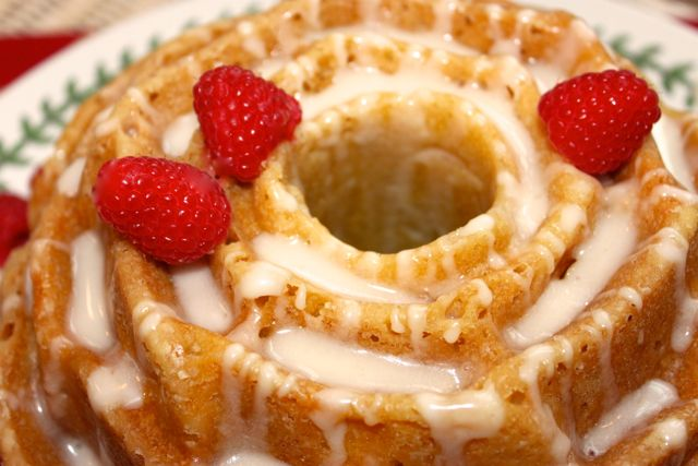 peach bundt cake with amaretto cream glaze #bundtamonth