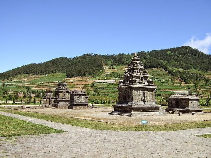 http://oasisofindonesian.blogspot.com/2015/01/dieng-temple-above-mountains.html
