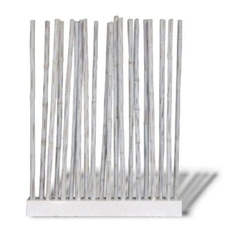 Bamboo Room Divider Olivier bestaat uit een houten standaard, waarin 20 stokken geplaatst kunnen worden. De Bamboo Room Divider Olivier is voor zowel binnen als buiten te gebruiken om bijvoorbeeld ruimtes af te scheiden. Door het gebruik van bamboe is deze roomdivider niet alleen erg uniek, maar ook zeer gemakkelijk in onderhoud. Bamboe is duurzaam waardoor het een lange levensduur heeft.  #Tuinaccessoires #Tuinideeën #Tuinidee #Tuinmeubelen #Tuinmeubel #Tuinmeubels