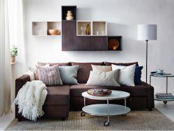 saln moderno con un sof cama friheten marrn armarios de pared valje marrones y blancos
