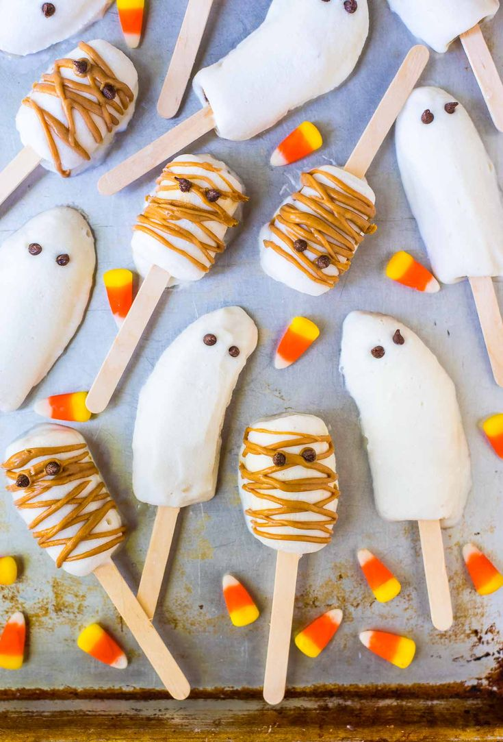 Easy yogurt-dipped banana popsicles in the shape of mummies and ghosts. Fun to make with kids and the perfect healthy Halloween snacks for school or home.