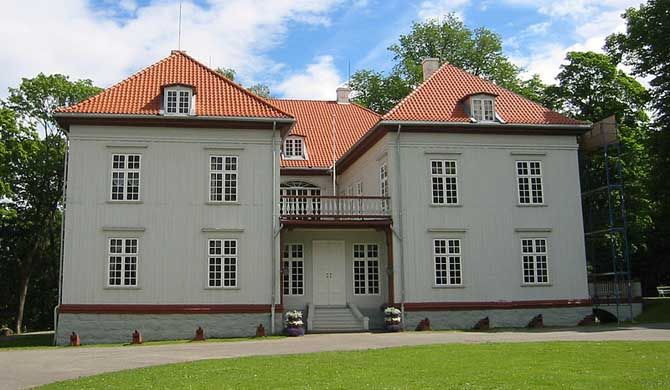 Eidsvollsbygningen is a historic Manor House located at Eidsvoll in Akershus, Norway. This is the building where the Constitution of Norway was signed on 17 May... Get more information about the Eidsvollsbygningen on Hostelman.com #attraction #Norway #museum #travel #destinations #tips #packing #ideas #budget #trips