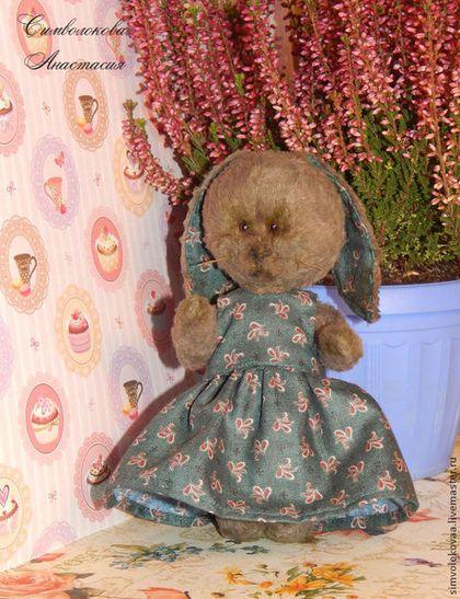 """Зайка """"всезнайка"""". - хаки,тедди,зайка,кролик,ручная работа,карманная игрушка"""