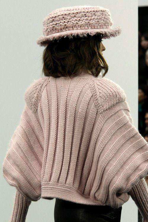 mademoisellefashionn: vvvestvvood: Chanel Fall 2009 RTW Bonjour, nous sommes Katarina et Violeta. Nous adorons la mode.