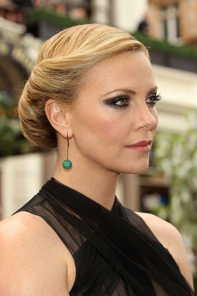 Charlize Theron Snow White Makeup 449 best Charlize Ther...